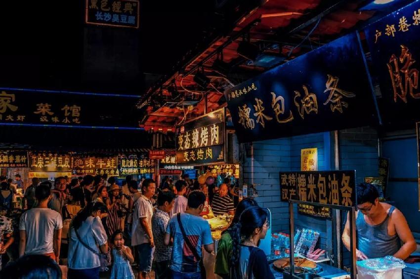 """""""夜经济""""会是餐饮市场的下一个趋势吗?"""