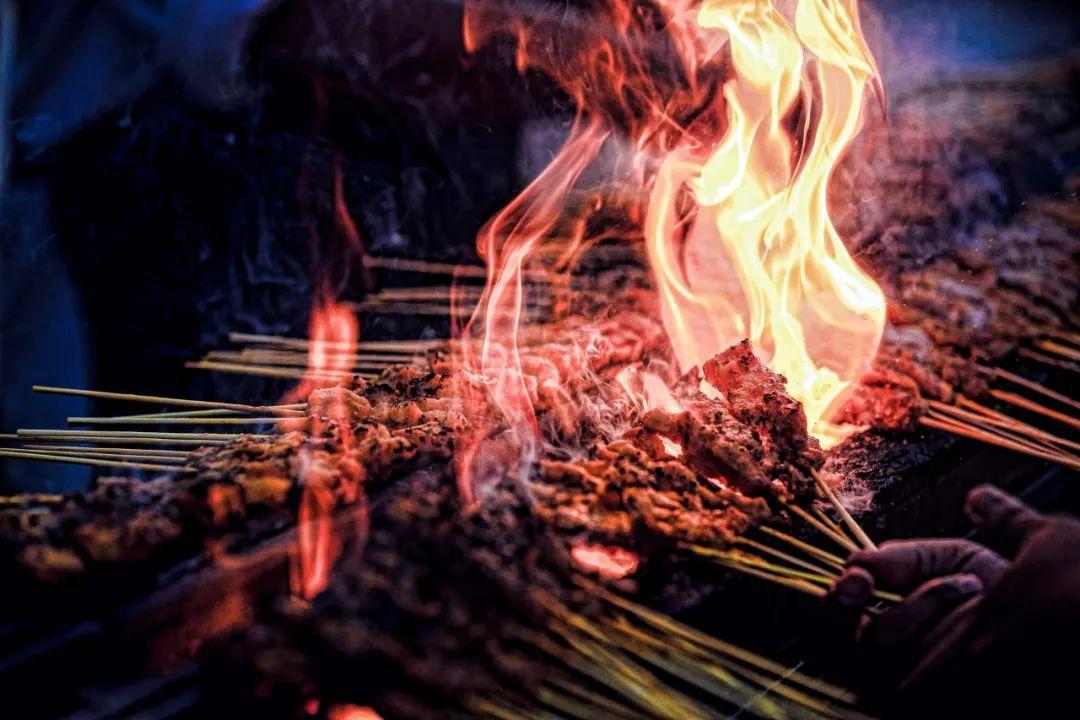 火锅、烧烤、小龙虾店老板:报复性消费不存在、也等不到