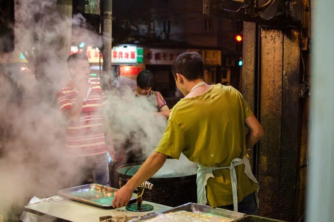 """7城率先吹响地摊经济集结号,餐饮业大变局来了?"""""""