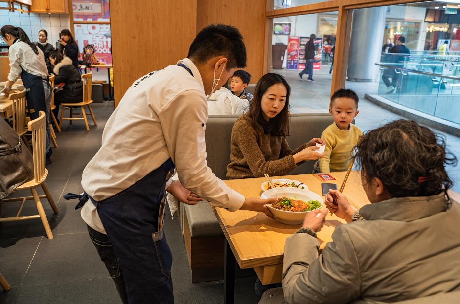 抓住面食快餐新机遇,这家100平米门店月营业额高达45万!