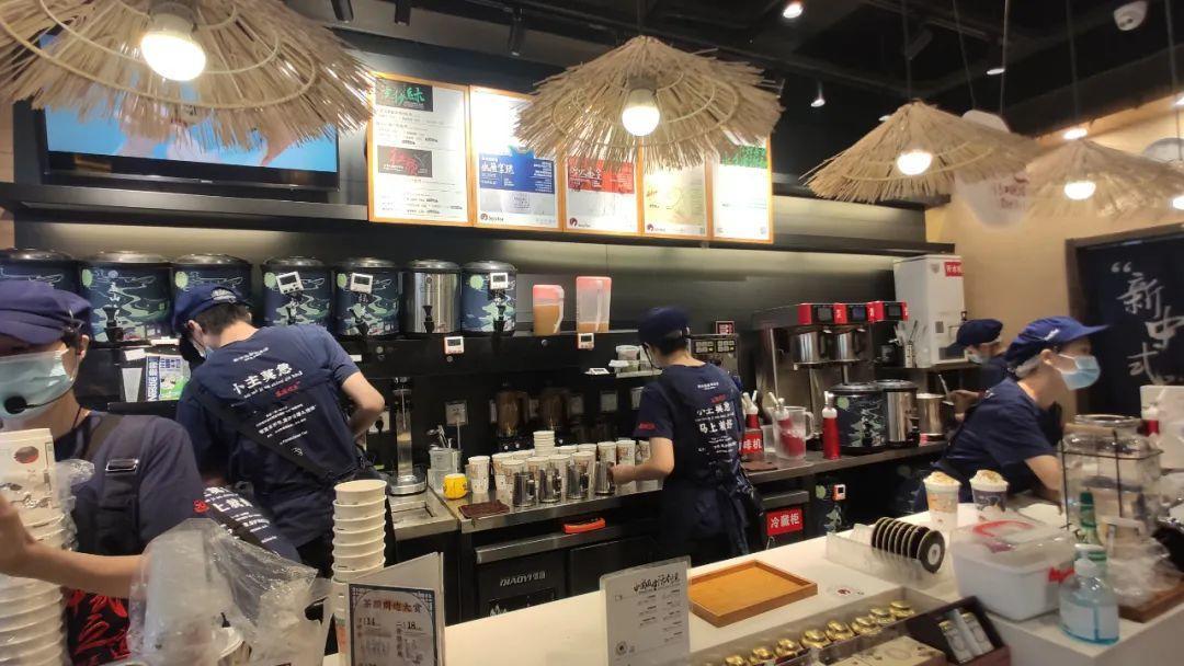 """在茶颜悦色的""""10元店""""里,我看到茶饮做零售的强烈信号!"""